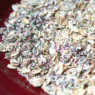How to make your own magical Christmas Reindeer food with the kids