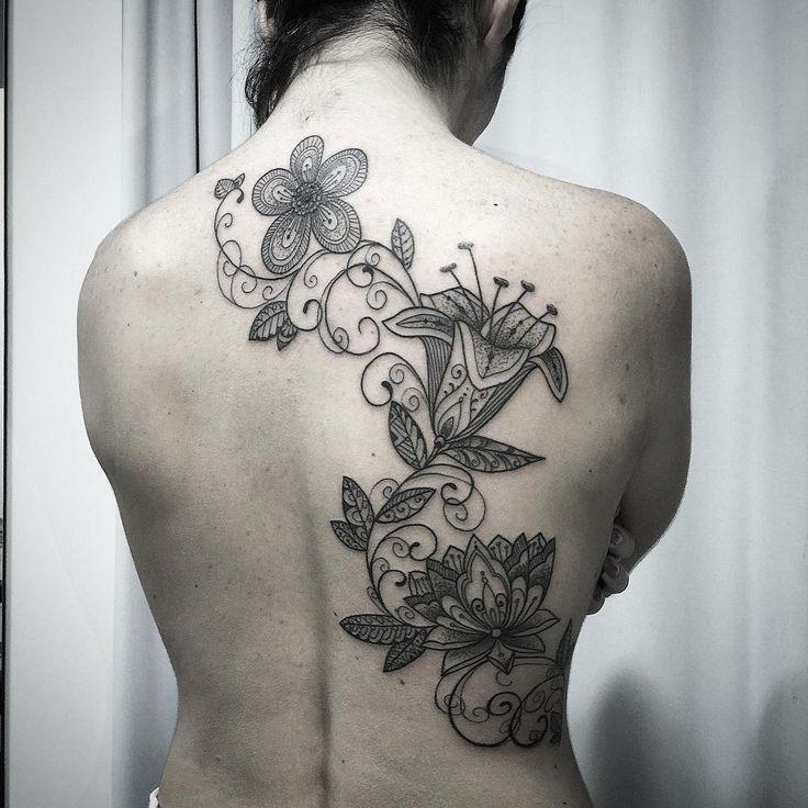 A tattoo de Bia !!! Contato para agendamento e orçamentos 27 999805879 com @bruno_a_luppi - O studio fica em Jardim da Penha - shopping jardins - Vitoria -Espirito Santo #kadutattoo #tattoo #tatuagem #tatuajes #tattoos #tatuagensfemininas #inked #tat #inkblack #tattooed #tattooartist #tattoolife #tattooist #instatattoo #ink #art #tattooart #linework #dotwork #blackwork #blackink #line #inspirationtatto #fineline #bishop #flower #flowertattoo
