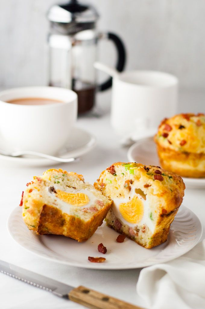REAL Bacon and Egg Muffins - an egg baked INSIDE a muffin loaded with cheese and bacon flavours! Great breakfast on the go!