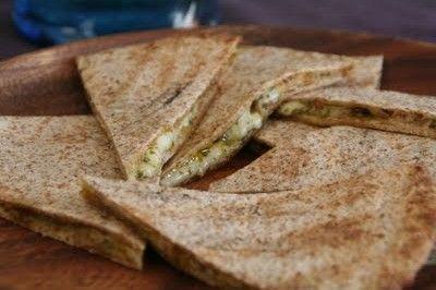 Mat På Bordet   Quesadilla med ost og koriander pesto - Mat På Bordet