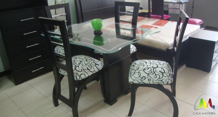 Comedor de cuatro puestos con base torre, silla grande de cedro y cristal de 10mm