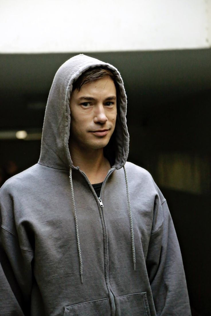 D2 BTS Tom Wisdom seems to like hoods as much as Michael does.