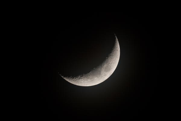 The Waxing Crescent Moon Hoy Volvi A Verte Buena Senal Crescent Moon Art Moon Crescent Moon