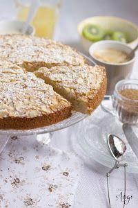 Si quieres sorprender a una persona con celiaquía con una receta dulce que pueda consumir, este bizcocho del blog COCINA CON ANGI es ideal.