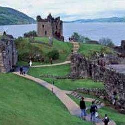 6 días - 5 noches  Circuito de 6 días por Escocia visitando Edimburgo, Stirling, Pitlochry, Blair Palace, Aviemore, Inverness, el Castillo Eilean, Fort Augustus, el Lago Ness, Urquhart Castle, Fort William, Kilchurn Castle, Inverary, el Lago Lomond y Glasgow.  Precio 795 €  http://www.tusofertasdeviaje.com/oferta/viaje/escocia/20687/escocia