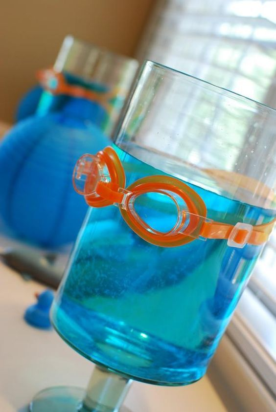 Pool party - goggles on push up pop blue jello