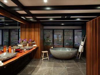 Classic bathroom design with corner bath using ceramic - Bathroom Photo 169805