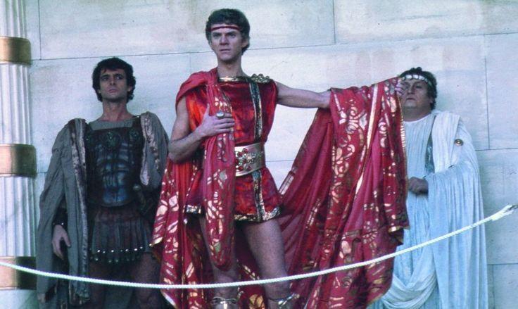 Caligula-Der Film mit Vorschau http://fcmnet.de/?p=3123  Kaiser Tiberius, von Alkohol und Syphilis gezeichnet, zieht sich nach Capri zurück, überträgt 37 n.Chr. die Macht an den 24-jährigen Gaius, von Soldaten seines Vaters Caligula genannt. Der lässt Marco, Führer der Prätorianergarde, die seine Macht festigen, hinrichten, treibt Senator Nerva in den Tod, lässt sein Pferd zum Senator ausrufen. Frauen der Patrizier bietet er zur Prostitution feil...http://fcmnet.de/?p=3123
