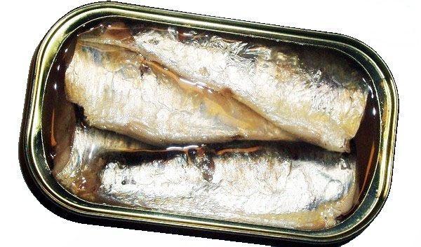 SARDINAS EN ACEITE DE OLIVA. Hermosas y riquísimos troncos de sardinas en aceite de oliva, provenientes de las lonjas gallegas. Limpias, descabezadas y desencoladas. Después son cocidas cuidadosamente para que no tenga ninguna merma ni en su sabor, ni en sus beneficios saludables. Se envasan en lata con aceite de oliva. Sabrosas y muy jugosas conservas de pescado. http://www.porprincipio.com/conservas-de-pescado-y-marisco/256-sardinas.html#