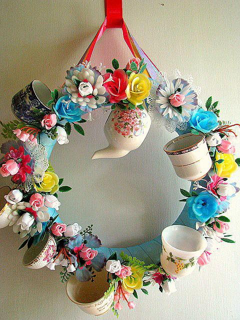 Awww....cute!!! Teacup Wreath...must make something inspired by this! clb