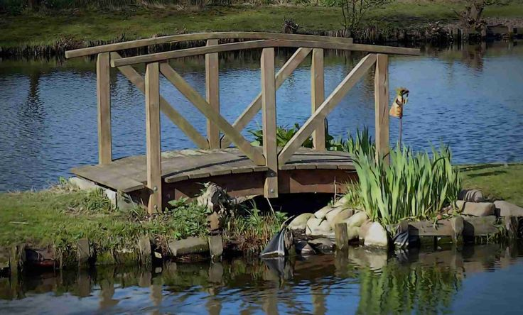 Dřevěný můstek je originální doplněk zahrady. Každá návštěva ráda shlíží z můstku na vodní plochu nebo jen na Vaši krásnou zahradu.