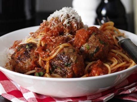 Italienska köttbullar med fyllig tomatsås