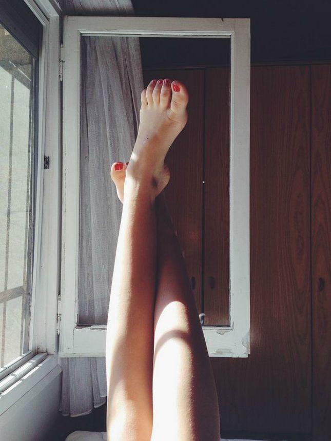 #geluksmoment: Sokken aan of uit bij thuiskomst? - Op de redactie blijken wij verdeeld te zijn in team 'sokken-aan' en team 'sokken-uit'. Maar feit blijft dat als je bij thuiskomst je schoenen uitdoet en de deur niet meer uit hoeft, de rest van je dag heel relaxed verloopt.
