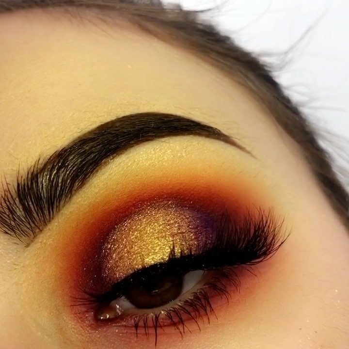 Little sneak peak of my sunset look! Thanks guys for helping me create this  now I have to actually take pics of this look Add me on: Snap:makeupby_kam Twitter: makeupby_kam . Details  Face @revlon foundation and concealer  @sigmabeauty aura powder  blush  @hudabeauty Winter Solstice palette  #sigmabrushes #sigmabeauty  @iconic.london contour kit @maccosmetics fix plus foundation  Eyes @morphebrushes 35B Brows  @anastasiabeverlyhills #anastasiabeverlyhills brow pomade in dark brown…