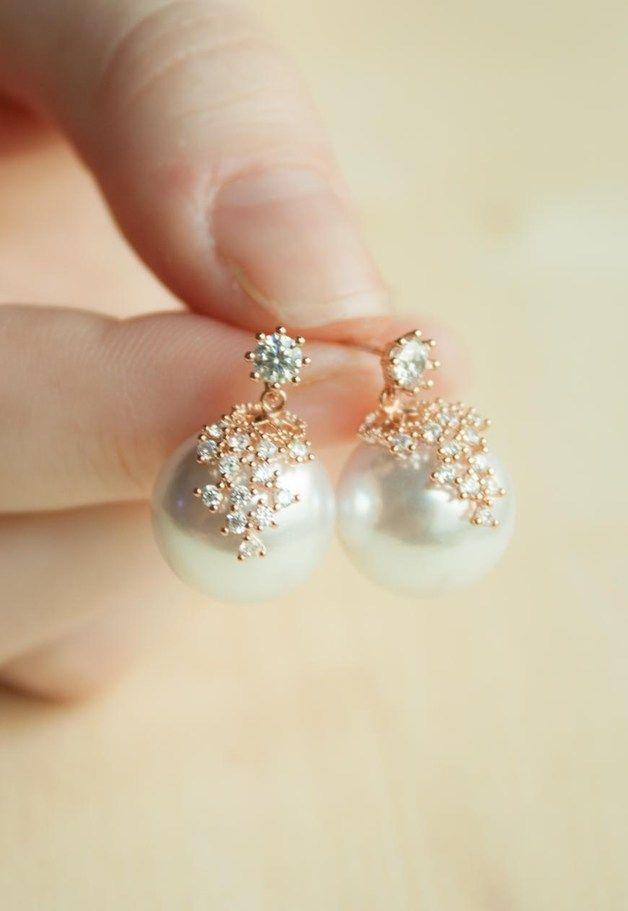 Elegante Perlenohrringe mit kleinen Zirkoniasteinen / classic pearl earrings with zirconia made by Milky-peach via DaWanda.com