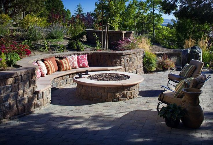 Of course, there's nothing wrong with the traditional fire pit. This one, for example, looks amazingly comfortable.