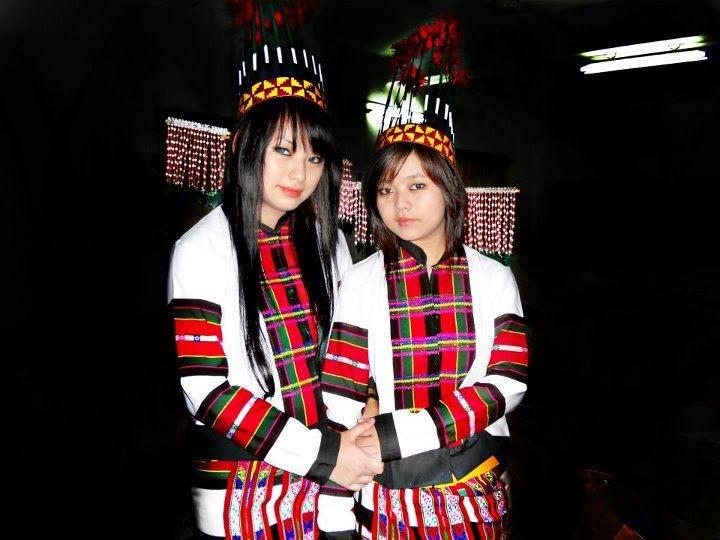 Mizo in traditional dress   Mizo Beauties in 2019 ...