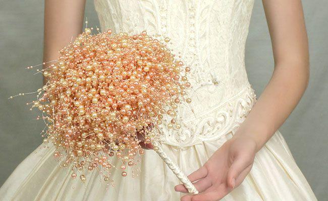 Confira diferentes modelos de buquês de noiva inovadores e inusitados para arrasar no seu casamento.