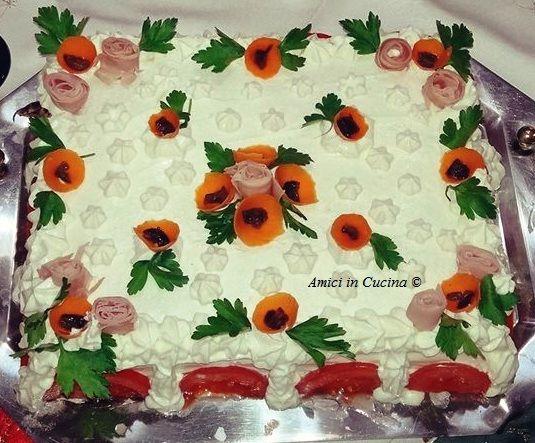 Anna considerate le imminenti feste natalizie, ci vuole stupire con questa splendida torta antipasto, ideale come antipasto per le prossime festività.
