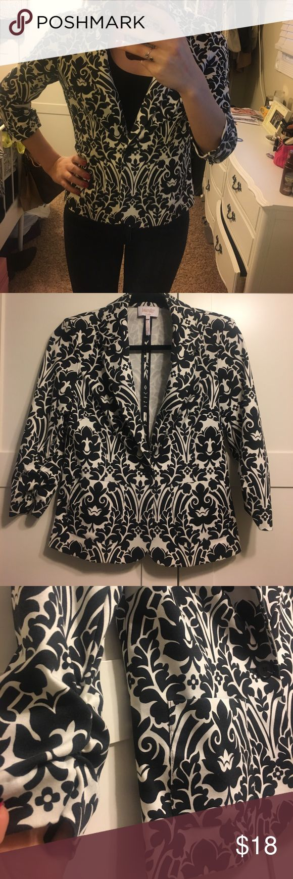 Black & white patterned Blazer Really cool patterned Blazer, purchased from Nordstrom rack very lightly worn, fits loose on me in picture. Material is super soft, not like a traditional suit jacket. Three quarter sleeves & very light weight Laundry by Shelli Segal Jackets & Coats Blazers