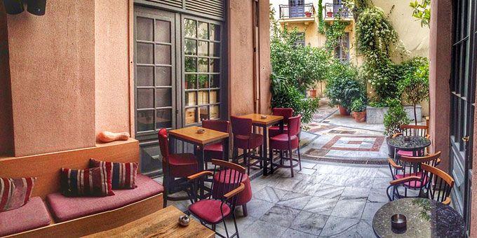 Wine bar με τραπεζάκια έξω: Κρασί κάτω από τα αστέρια