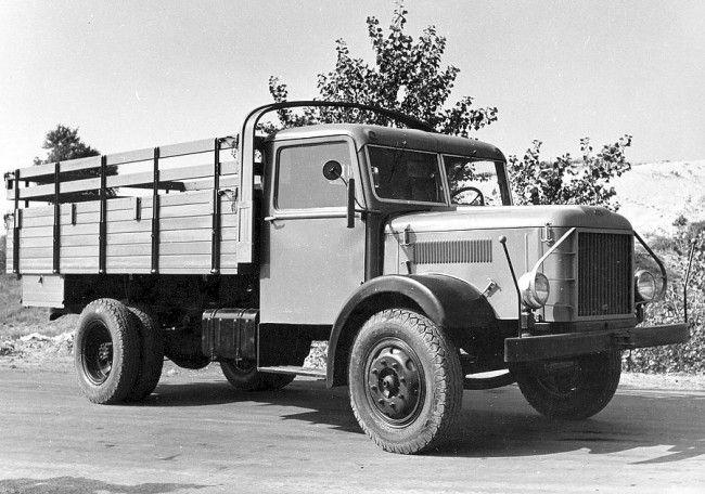 """Alaptípus, magas oldalfalú platóval, a dízel típusjele D-350, a benzinesé B-350 volt. 1951-ben, munkahelyi újítással """"anyagtakarékos"""" kocsik készültek, 160 kg nyersanyag és 25-30 munkaóra megtakarítással"""