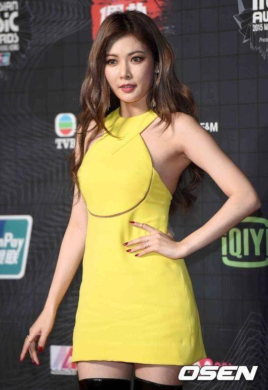 HyunA at MAMA 2015 red carpet