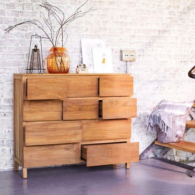 Découvrez cette commode en teck de la marque Tikamoon !Vous serez séduits par cette commode en bois massif aux lignes simples et épurées pour un style chic et contemporain à votre pièce.Ce meuble de teinte claie procurera à votre intérieur un style authentique et naturelVéritable meuble de rangement, il dispose 10 tiroirs dans lesquels vous pourrez disposer vêtements, chaussures, livres et magazines.Informations Produit :Matière : TeckDimensions : H 105 x L 120 x P 40 cmPoids : 58…