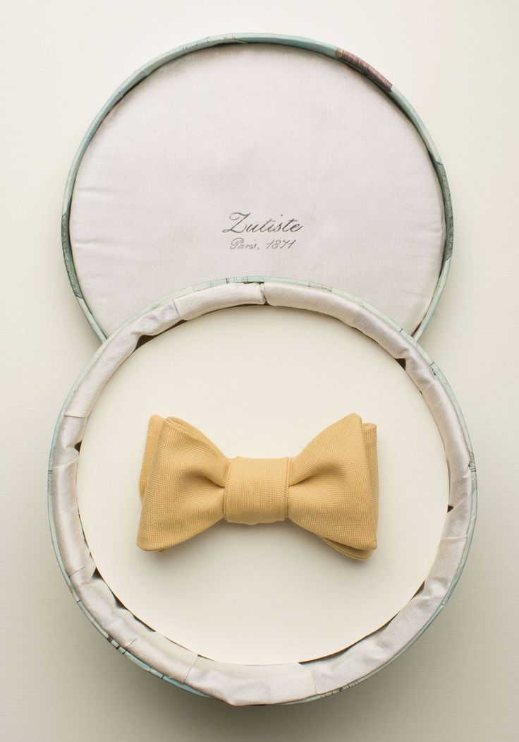 Zutiste 'Ressouvenir' nœud papillon (French for 'bow tie'), made in Paris from pure English wool.