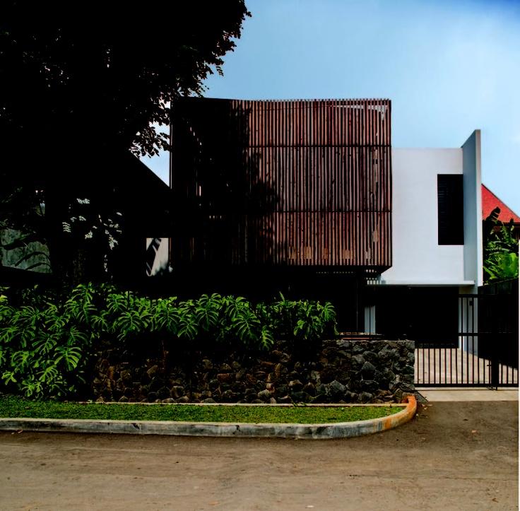 wood box house - indra tata adilaras