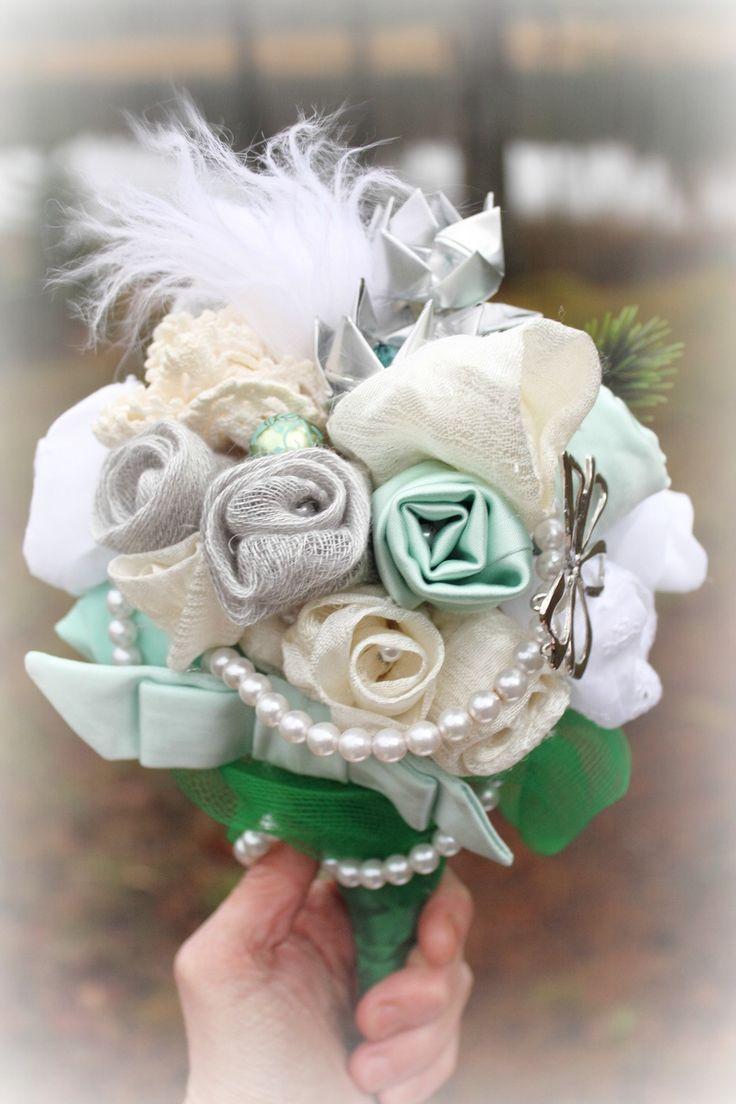 DIY Brudbukett av återvunnet material! Följ dessa unika och utförliga instruktioner så vips har du skapat din alldeles egna bukett med bara loppisfynd! [DIY Wedding Bouquet!] Photo: Anna Hjärp #wedding #ecobride #bröllop