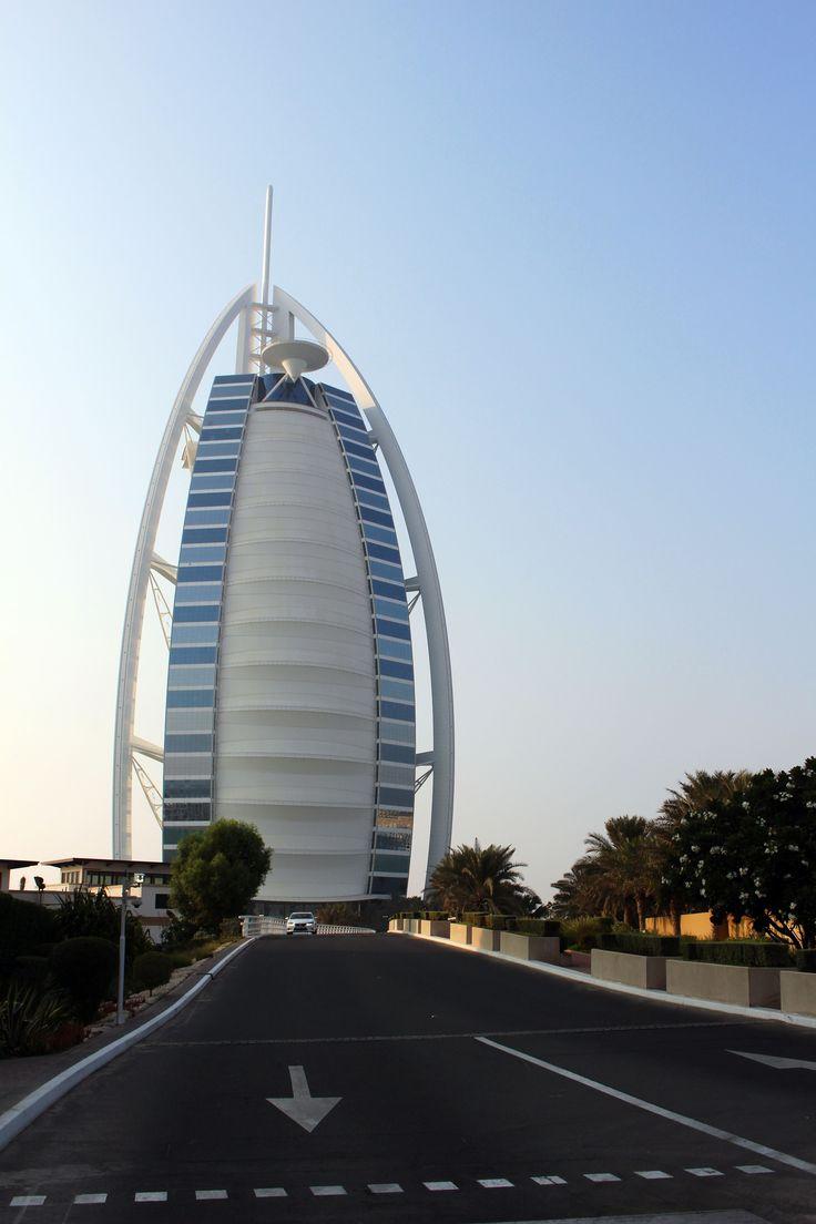 Parmi les visites à ne pas rater à Dubaï? Le Burj-al-Arab.