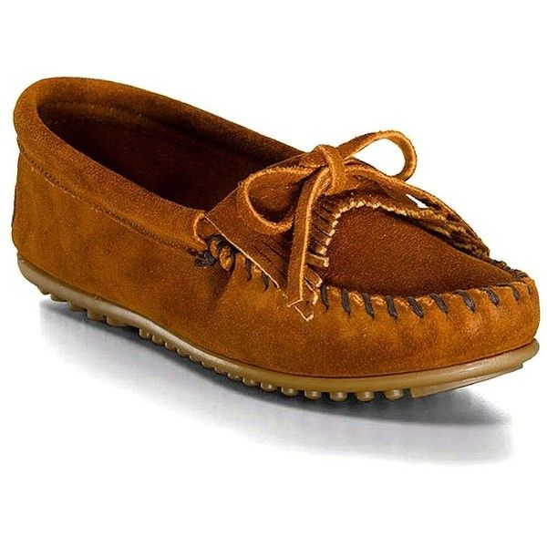 Minnetonka Women's Kilty Fringed Loafers (€40) ❤ liked on Polyvore featuring shoes, loafers, brown, brown suede shoes, moccasin shoes, fringe loafers, loafer shoes and brown suede loafers