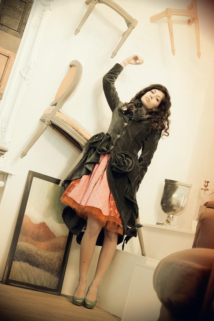 Luna Jacket  https://marketplace.asos.com/listing/coats/grey-velvet-versatile-coat---can-be-customized/701122?mode=PublishedNew