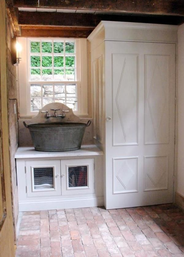 love the sink!Mudroom, Wash Tubs, Mud Rooms, Chicken Wire, Sinks, Room Ideas, Laundry Rooms, House, Laundryroom