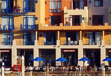 Waterfront Flats, Beachtown   http://cnemorin.inverellit.net.au/restawhilecampingpark/flats.html