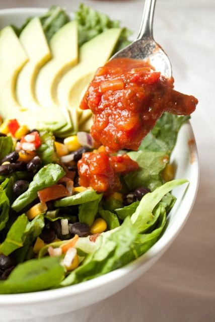 Love her tips on building a big 400 calorie salad. This is one of my favorite things to do for lunch also!