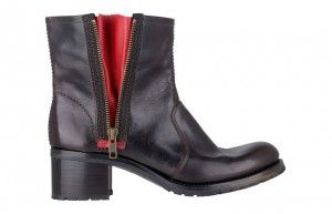 Women's biker-style boots Bd201 Brushed calf leather army-style boots with hand-applied shades of red. Side zip closure with contrasting details. Tone-on-tone decorative stitching. Leather sole with rubber insert, 40 mm heel.