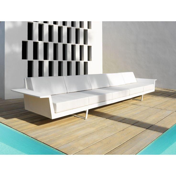 Vondom Flat, el sofá para tu jardín ¡Nuevo sofá de jardín Flat! De Jorge Pensi para Vondom. Disfruta de un sofá modular muy cómodo y acogedor. Fabricado con...