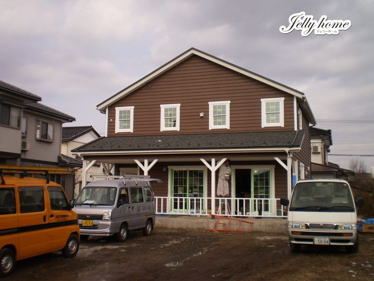 焦げ茶色の外壁と白い窓枠の「絶妙なコントラスト」   [jelly home]株式会社Jクリエイティブ 輸入住宅・新築住宅