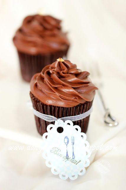 Sacher torte cupcake