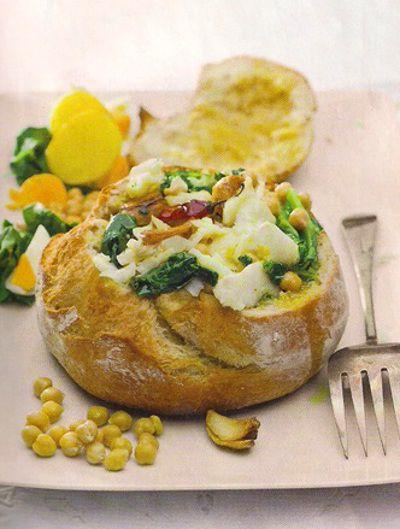 Receita de Bacalhau com grão em Pão Saloio - http://www.receitasja.com/receita-de-bacalhau-com-grao-em-pao-saloio/
