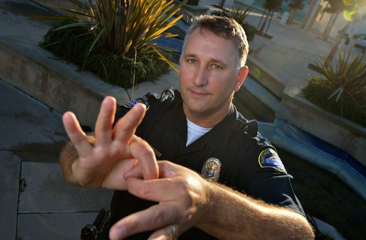 Officer signs on to build relationships with deaf community  http://behindthebadgeoc.com/cities/oc/officer-signs-build-relationships-deaf-community/