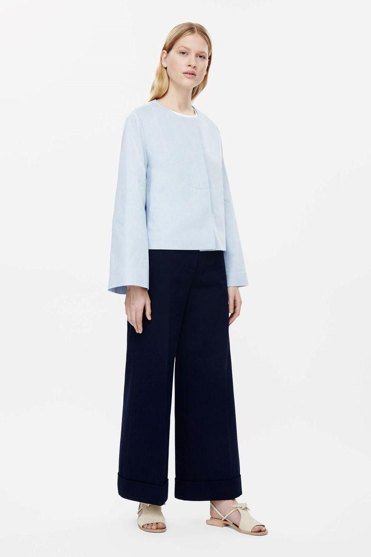 COS image 2 de veste recadrée avec détail surpiqûre dans Powder Blue