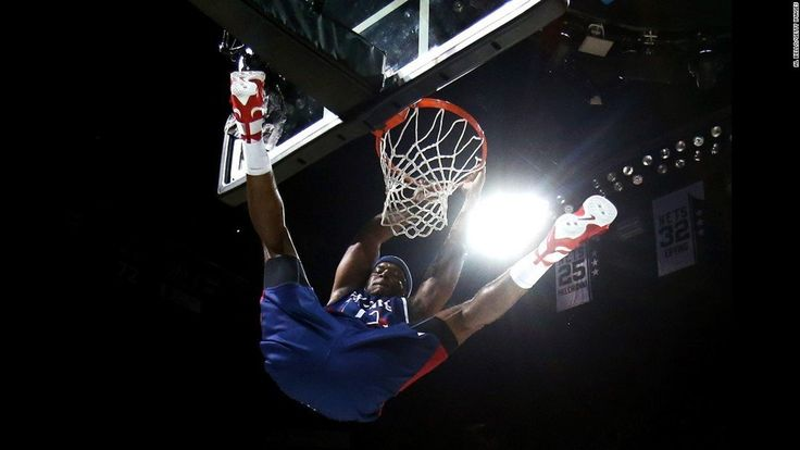 Jermaine O'neal Throws Down A Dunk