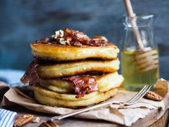 Amerikanske pannekaker er perfekt en helgemorgen når du vil ha en ekstra god frokost. Jeg prøvde lenge å finne den ultimate amerikanske pannekake-oppskriften. Etter å ha prøvd forskjellige kombinasjoner så fant jeg min favoritt. Luftige og digge pannekaker. Oppskrift fra programmet «Idas fristelser» på TV 6 med Ida Gran-Jansen/http://idagranjansen.com/