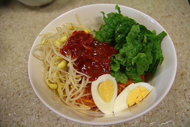 主婦料理企画・韓国料理を作ろう~「コンナムルビビンミョン」編! 豆もやし 麺料理 グクス ビビン 辛い韓国料理韓国家庭料理