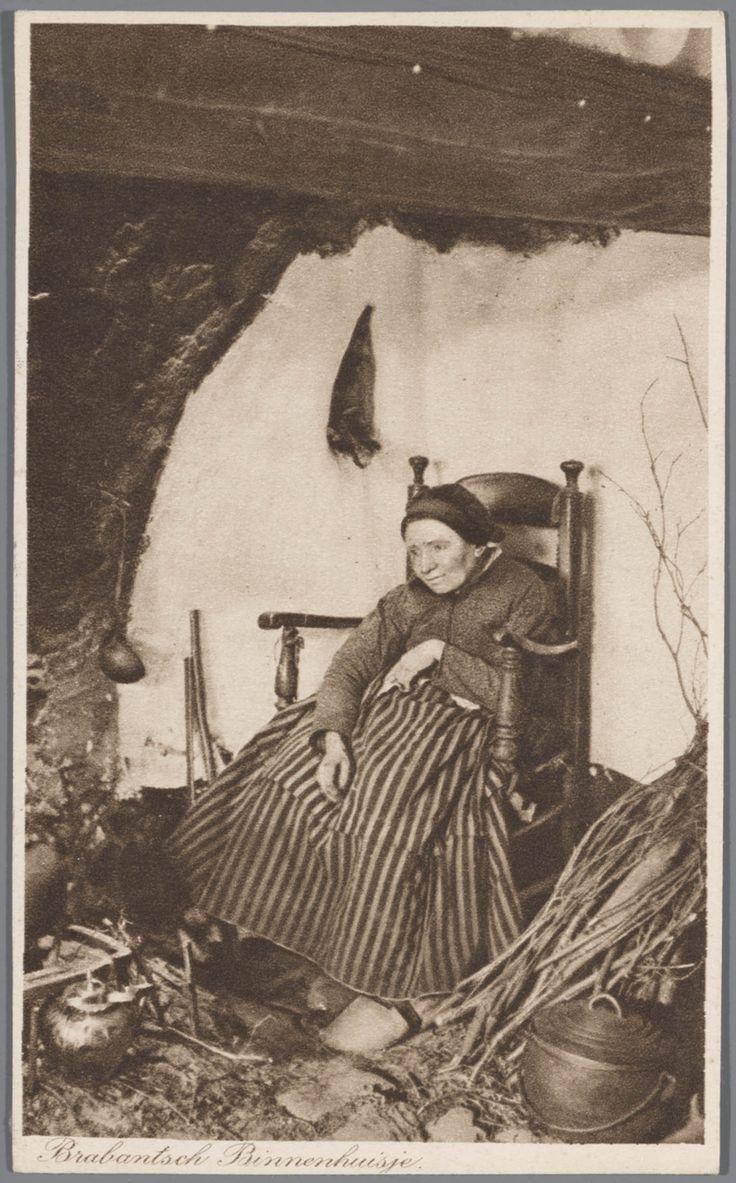Vrouw in Noord-Brabantse streekdracht bij vuurplaats. 1905-1935 #NoordBrabant
