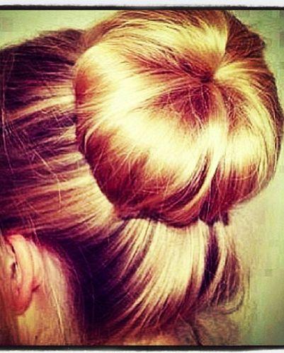 Anyone can do the perfect sock bun! #hair xoxo Beautylove Aprons