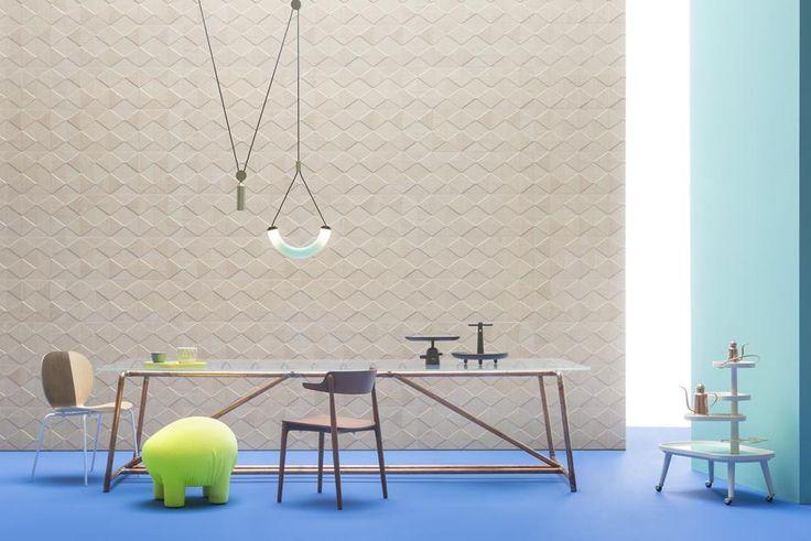 Tecnica e creatività nei nuovi rivestimenti decorativi: dalle mattonelle optical alla tradizione rivisitata del mosaico in vetro. E le fughe si colorano per ritmare le superfici
